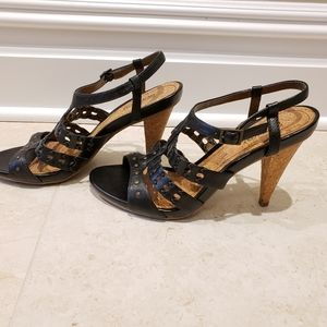 Kenneth Cole strappy heeled sandals size 8